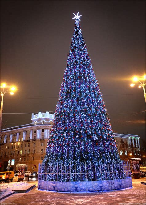 Christmas Trees of Moscow, Russia - English Russia