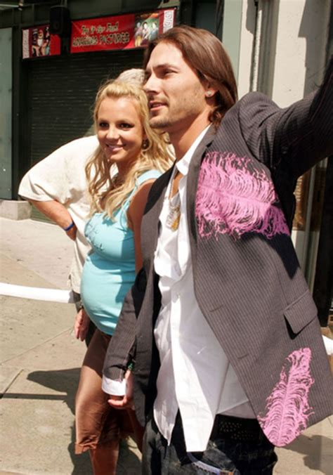 Pregnant (2005) | Britney Spears: A Life in Photos