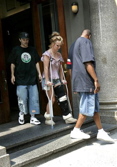 Knee Injury (2004) | Britney Spears: A Life in Photos