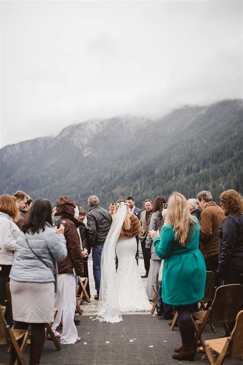 Jaw-Dropping Lake Crescent Lodge Romantic Elopement 2017
