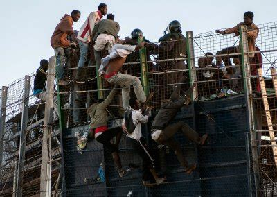 Spain: Photo of Golfers in Melilla and African Migrants